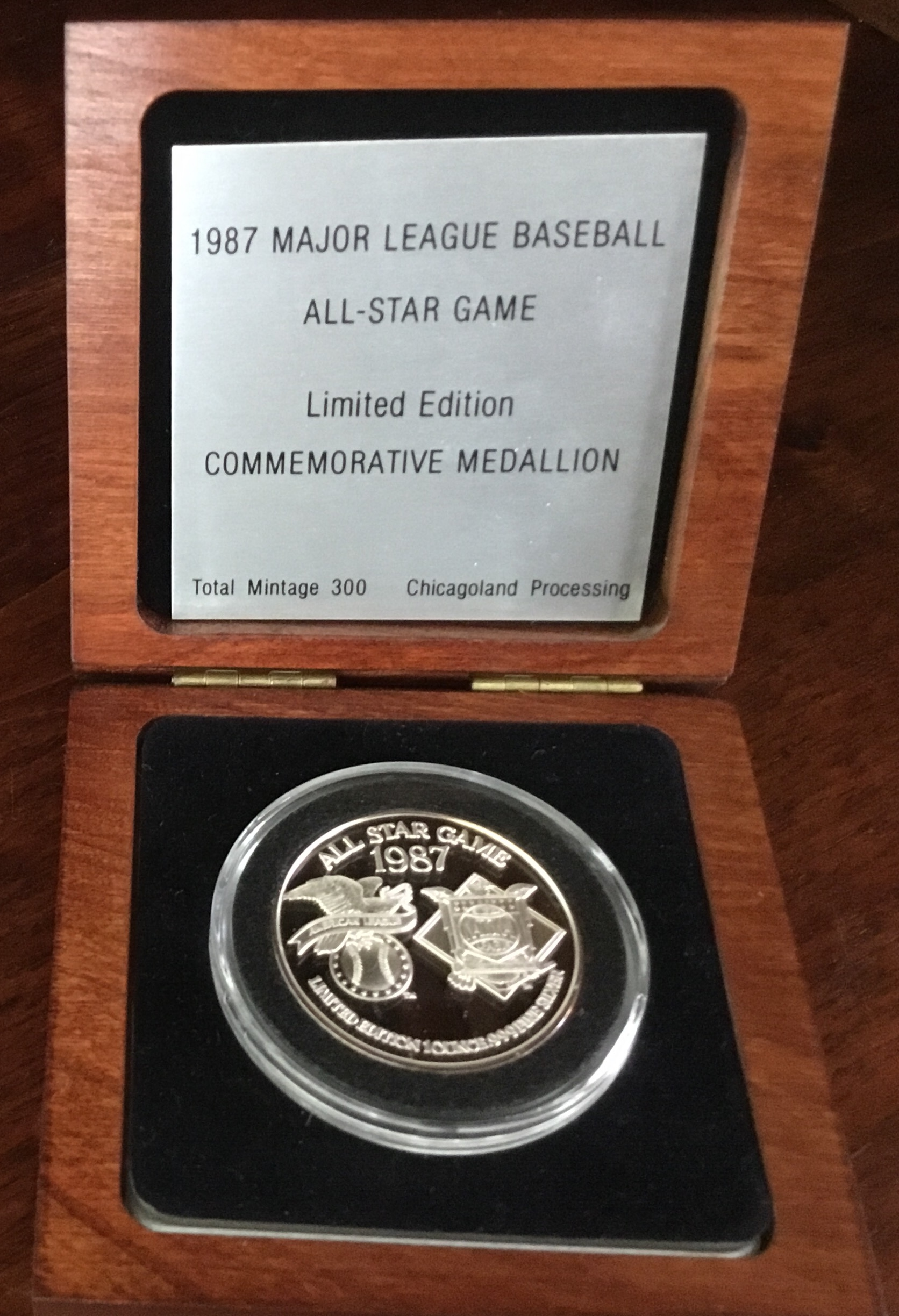Commemorative 1987 Major League Baseball Medallion
