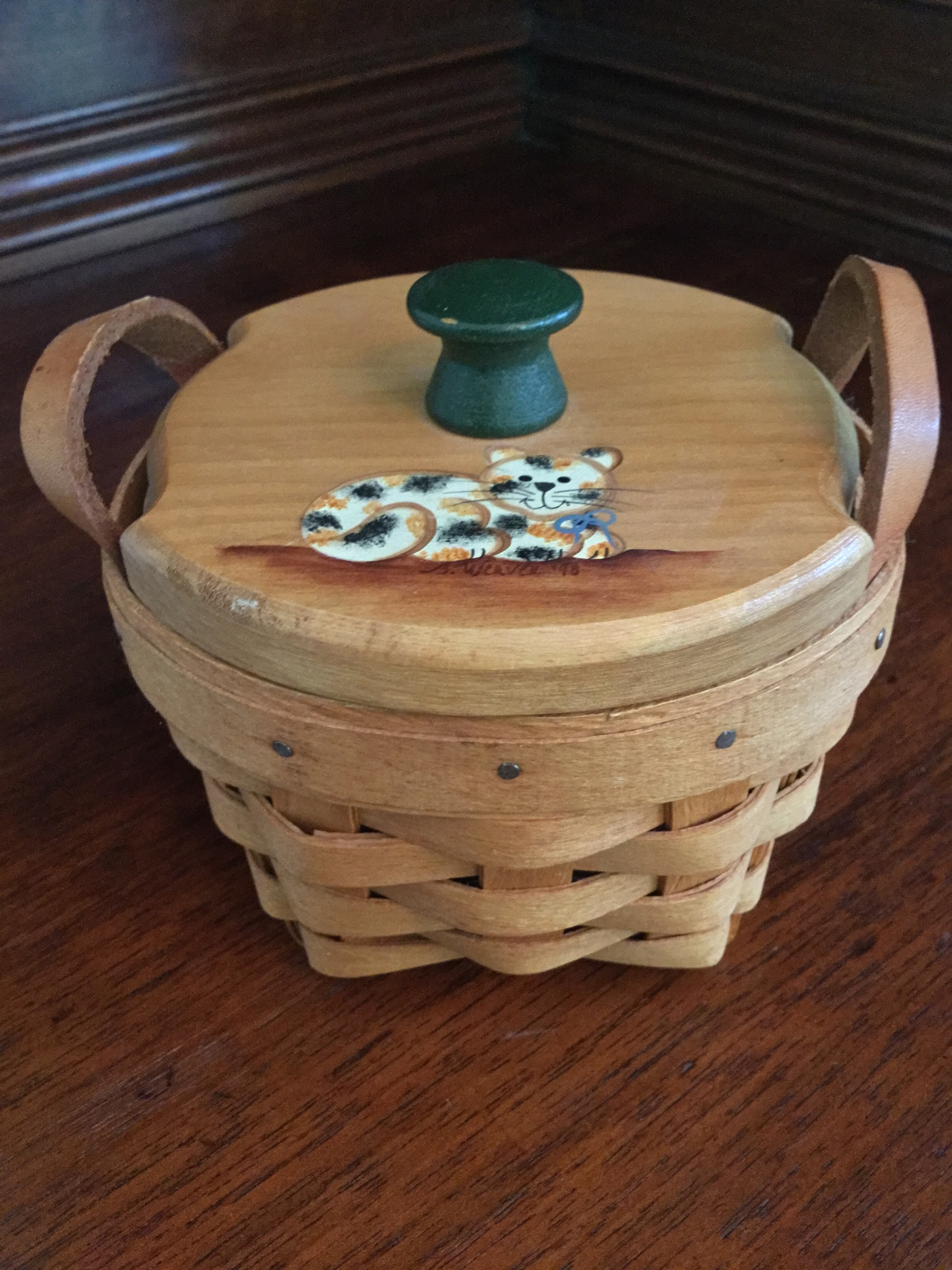 "Longaberger 1995 Basket with ""Cat"" Lid"