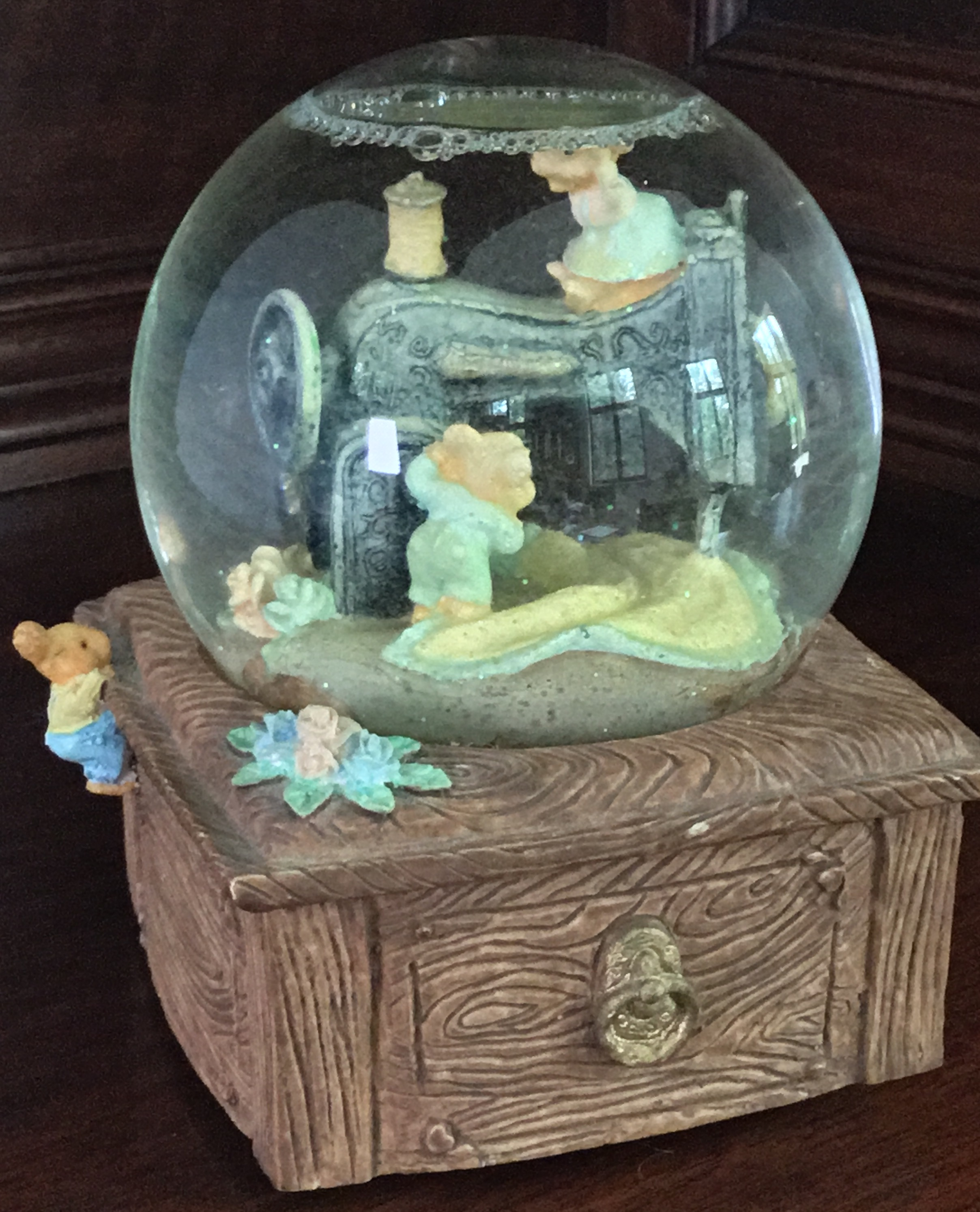 Berkeley Designs Snow Globe/Music Box