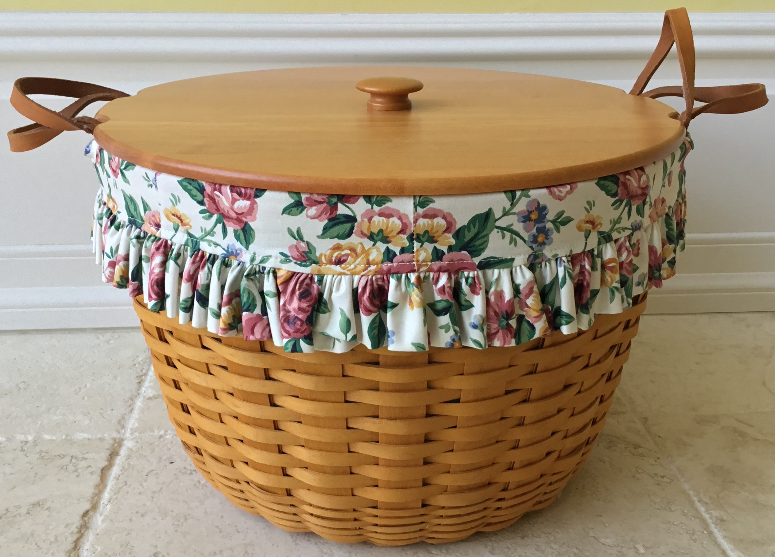 Longaberger Corn Basket with 3 Fabric Liners and Plastic Protector