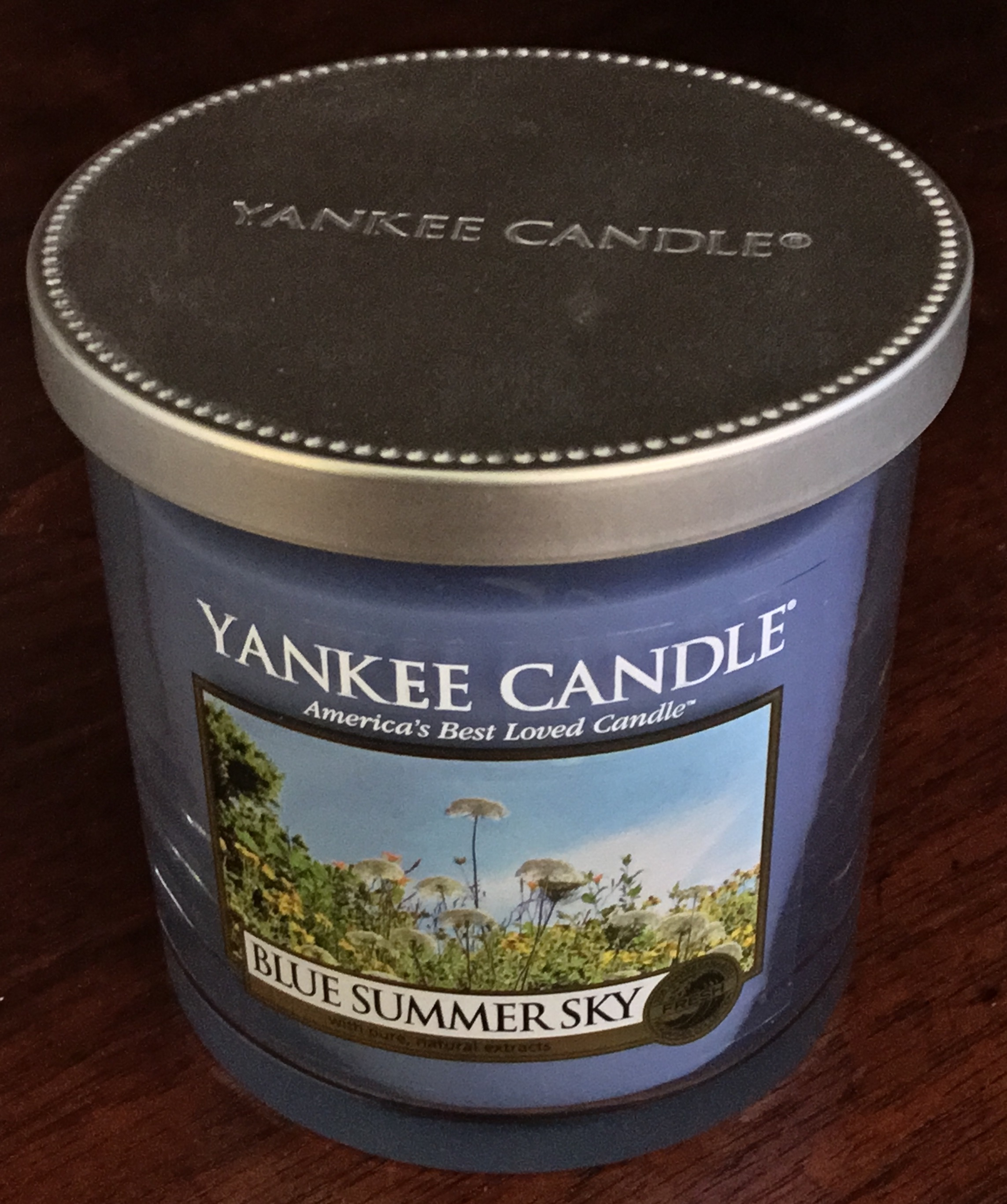 Yankee Candle Blue Summer Sky Candle