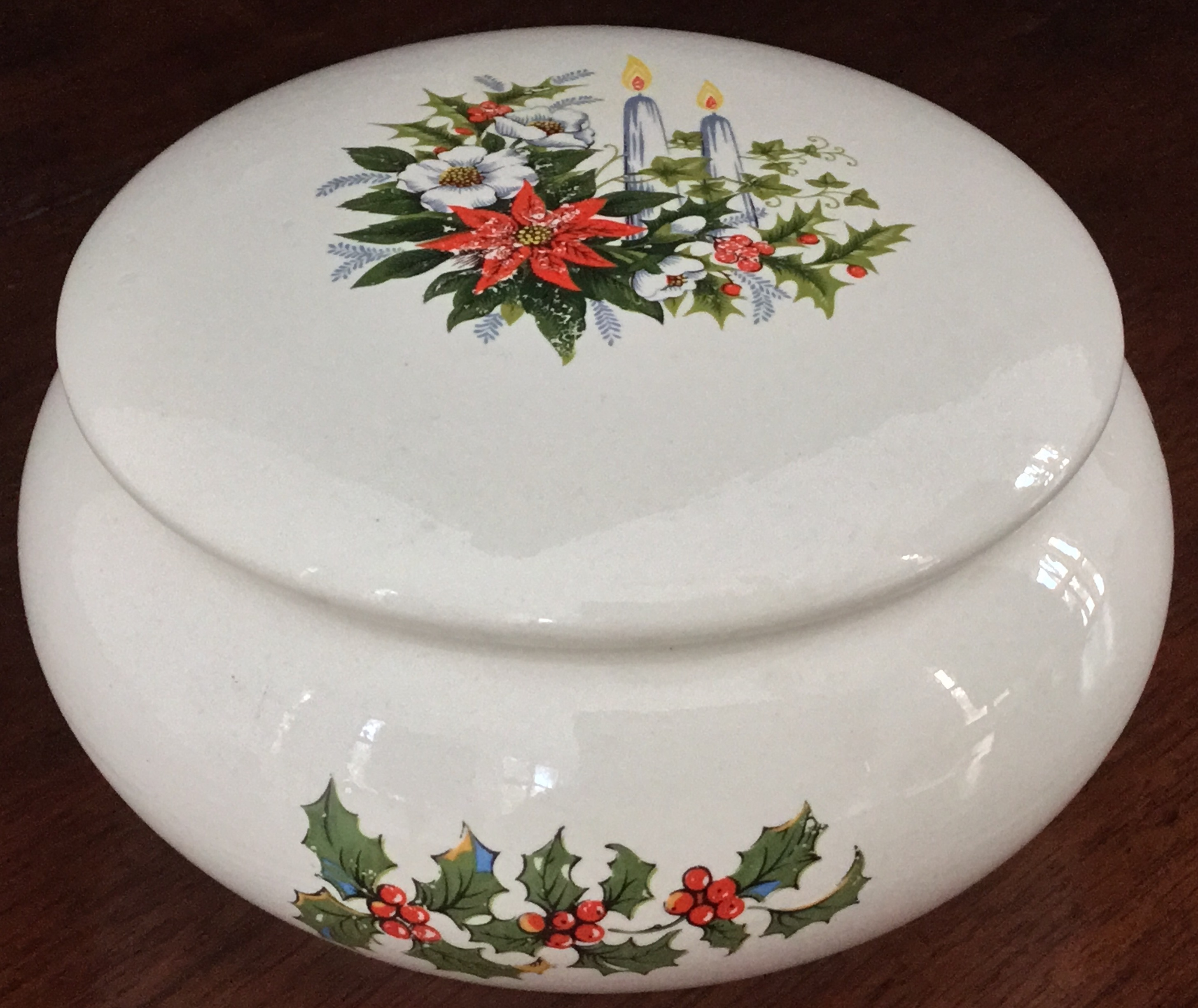 Holland Mold Covered Holiday Bowl