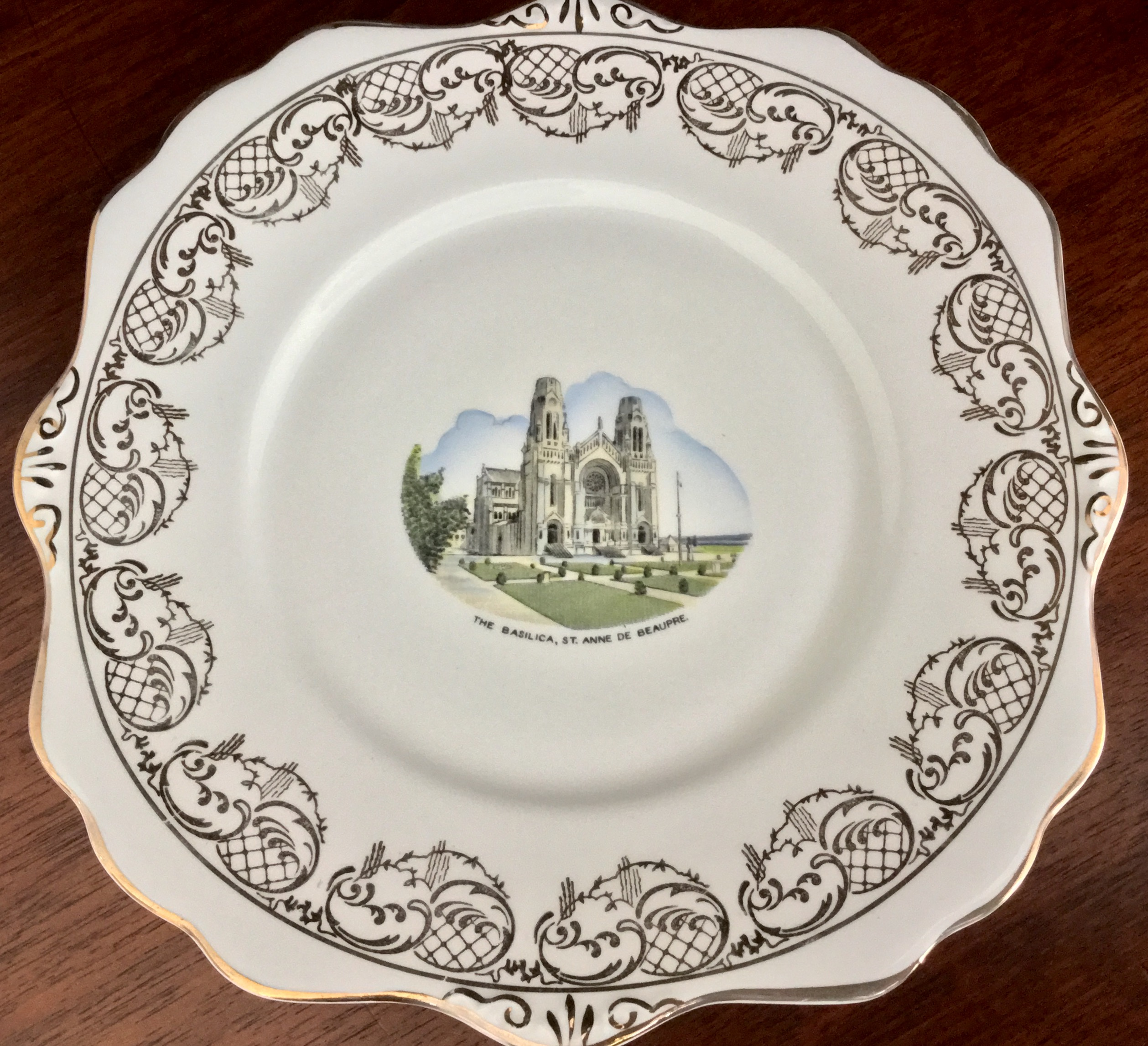 Royal Stafford, The Basilica St. Anne de Beaupre Plate