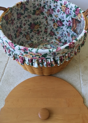 Longaberger Corn Basket With 3 Fabric Liners And Plastic