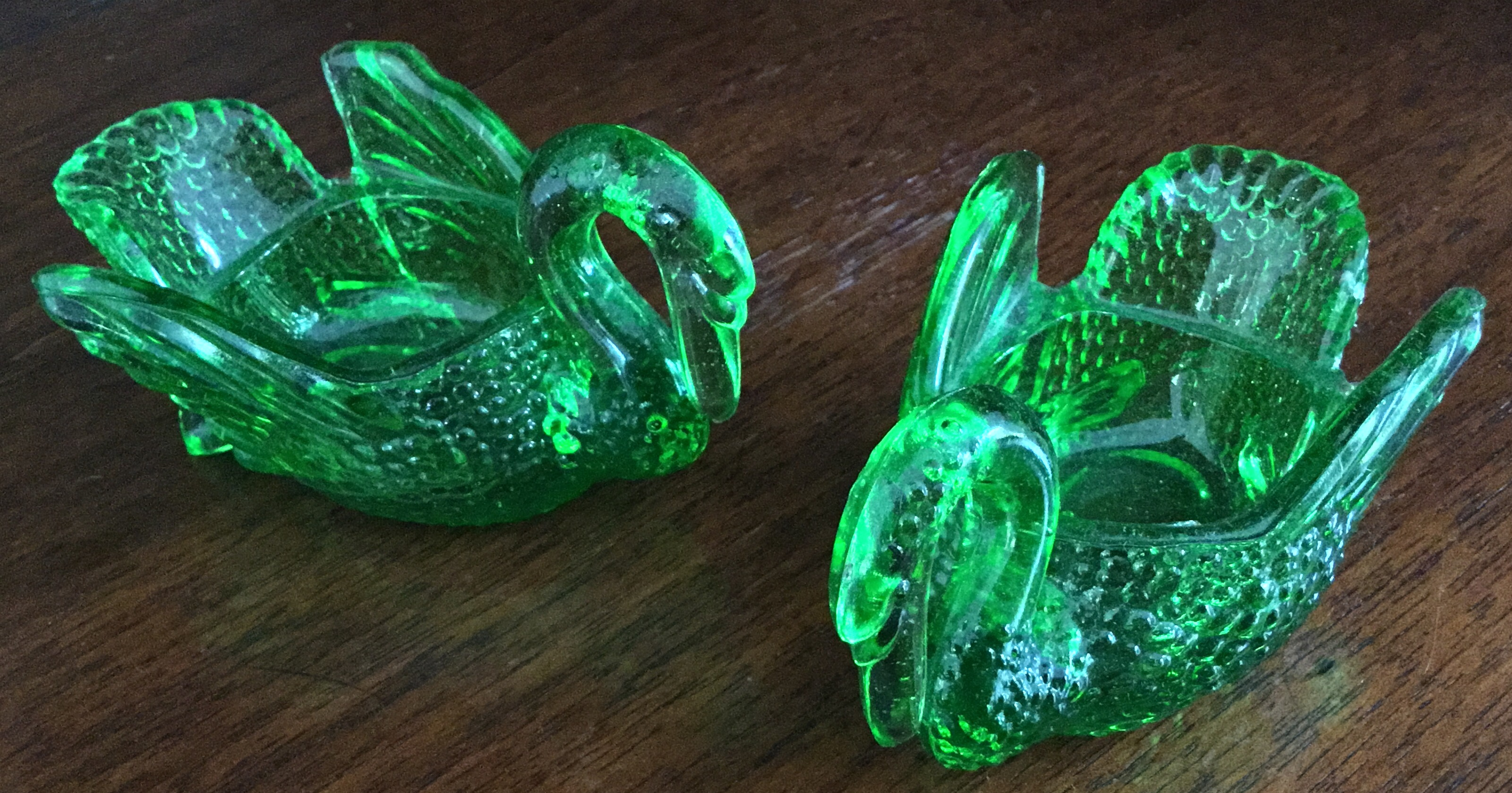 Glass Green Swans, Set of 2