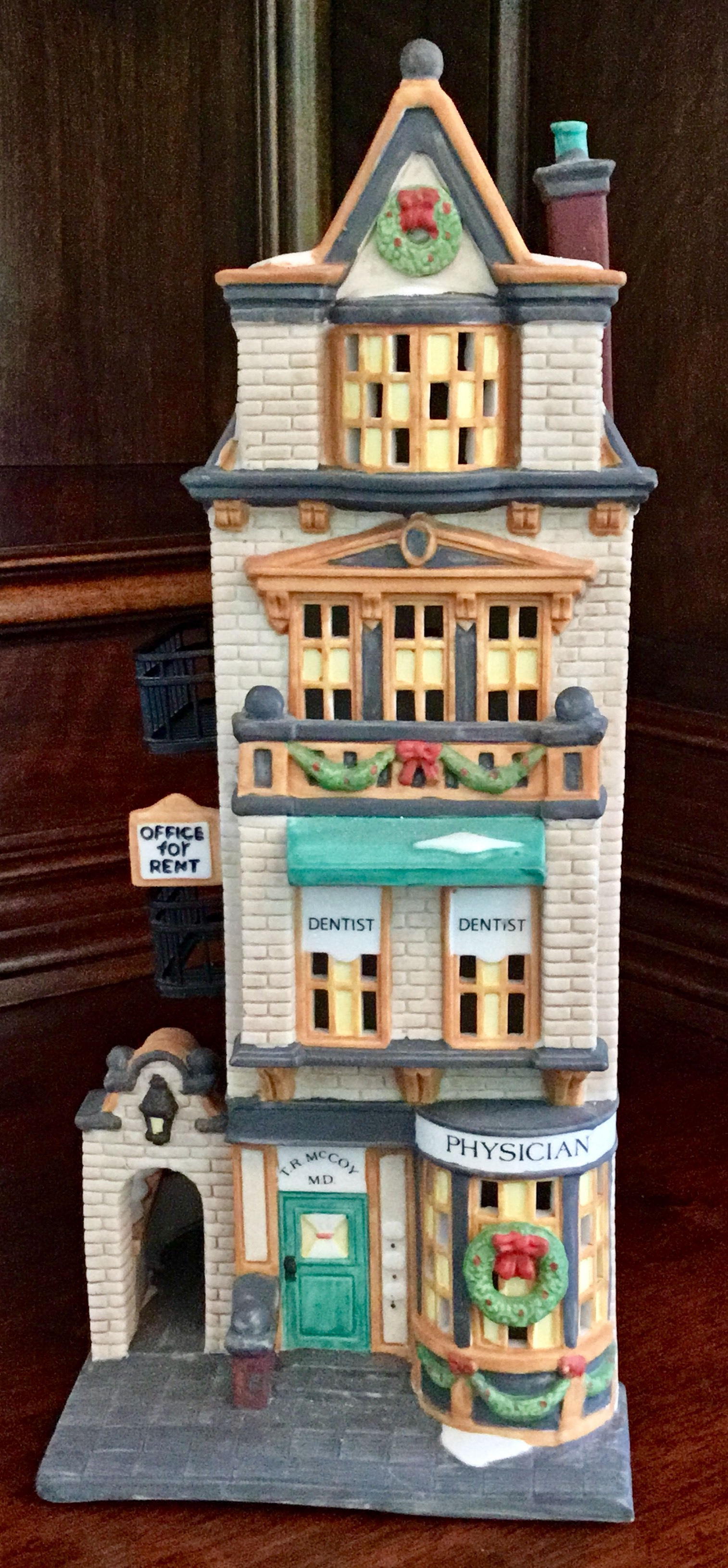 Department 56 Christmas in the City Series, The Doctor's Office