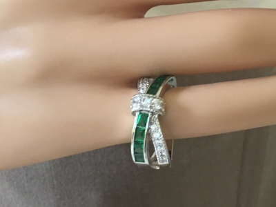 Green and White Crisscross Ring, Size 7