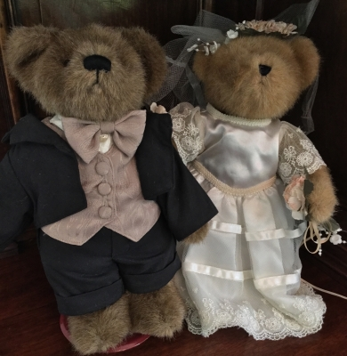 Boyds Bears, Bride and Groom with Stands