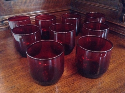 Red Glasses, Set of 9