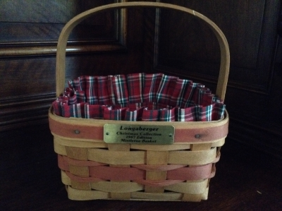 1987 Longaberger Mistletoe Basket with Fabric Insert