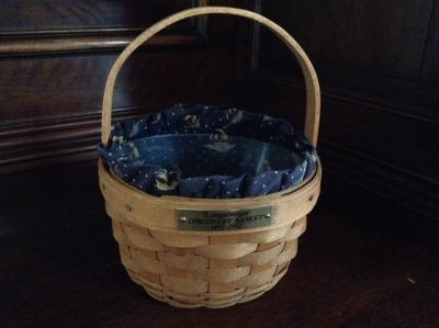 1992 Longaberger Discovery Basket with Fabric Insert and Plastic Insert