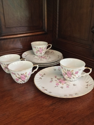 Lefton Coffee Cups and Dessert Plates, Set of 4