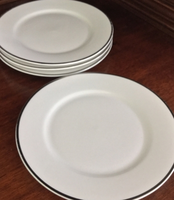 Linens-N-Things Bread Plates, Set of 4