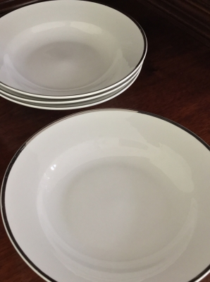 Linens-N-Things Bowls, Set of 4