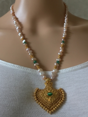 Bead and Pendant Necklace