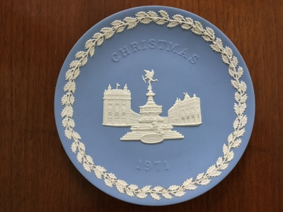 Wedgwood Blue Jasperware 1971 Christmas Plate, Piccadilly Circus